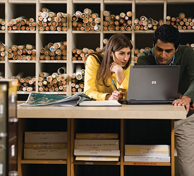 Woman and man using an HP computer