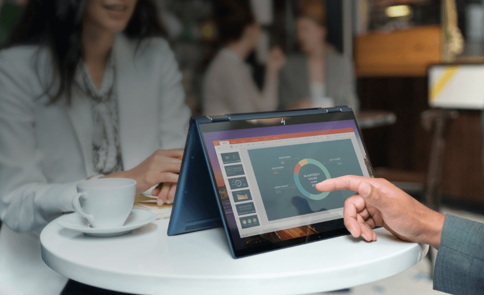 meeting in café' using elitebook x360 business convertible in tent mode