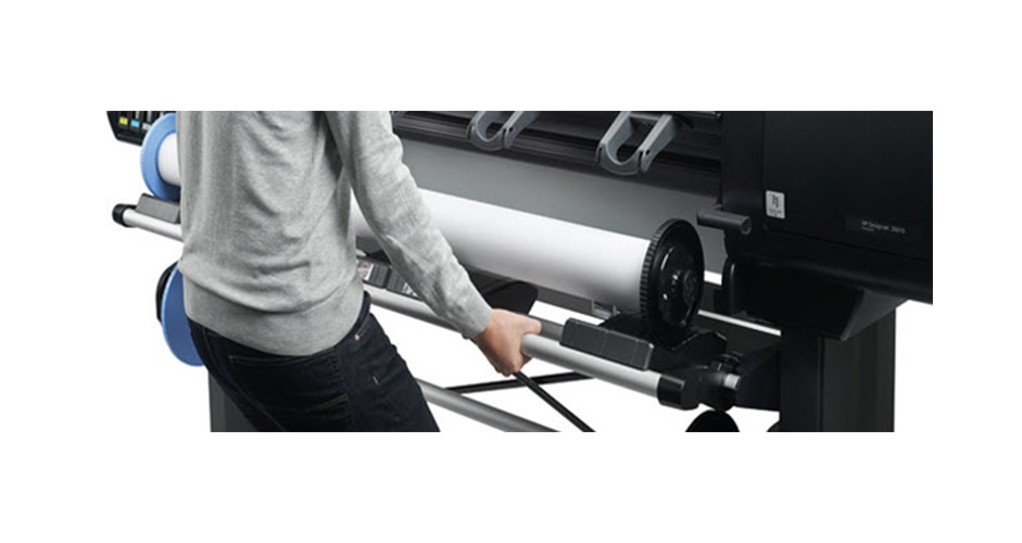 Man loading media roll on HP DesignJet Z6610 Production Printer