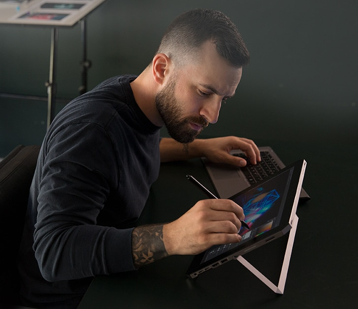 Artist using a pen to draw on the Zbook x2 touch screen