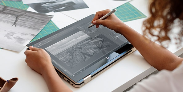 HP spectre note-taking and drawing with pen on screen inking sample image in use