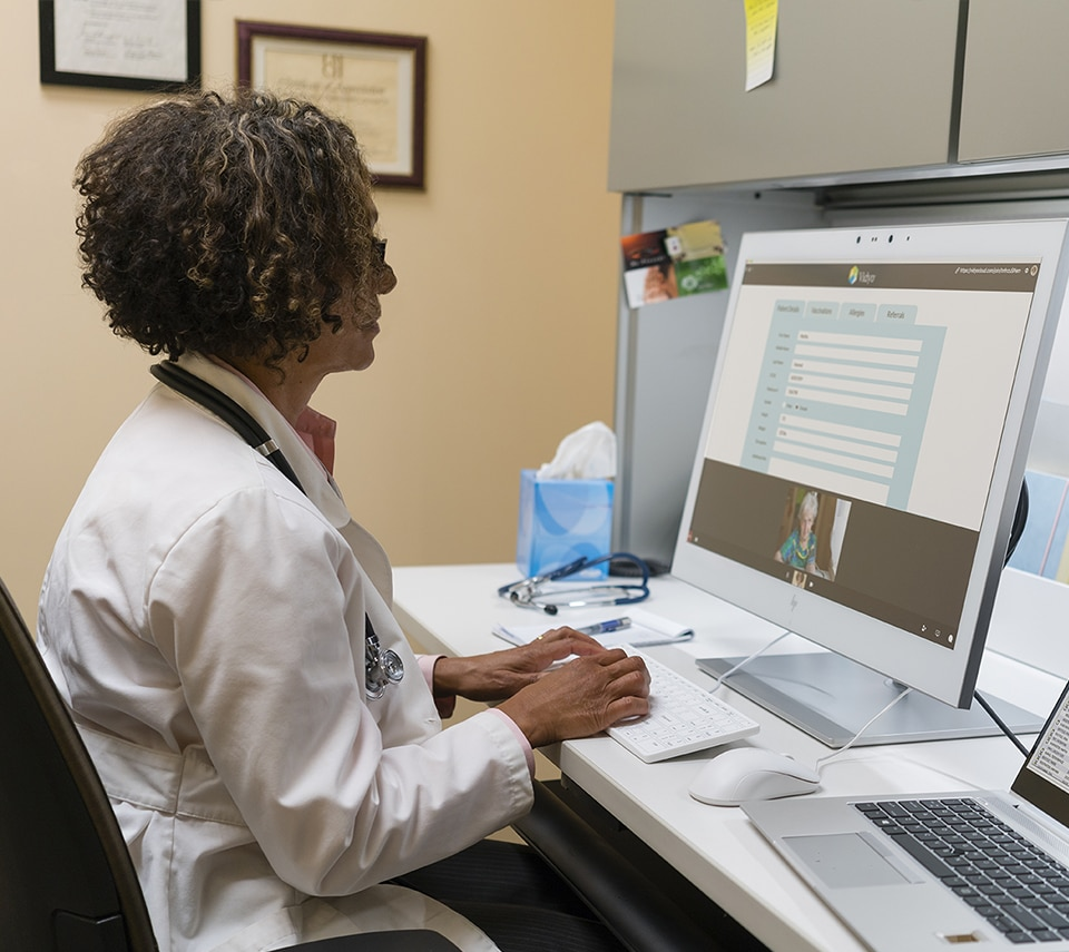 Doctor using the telemedicine experience on the HP HC270cr display